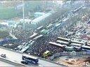 郑州路口数千人被堵3小时 1小时挪200米