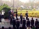 为纪念五四青年节 青岛大学国旗班参节由校团委主办的升旗仪式