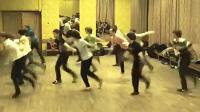 高能!疯狂舞者跳舞如上弦
