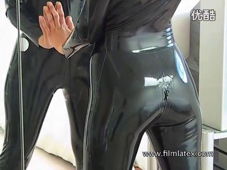 【凯子独家】优酷超清:美女性感胶衣
