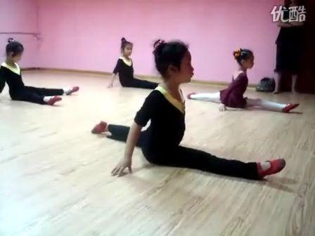 幼儿舞蹈——基本功训练
