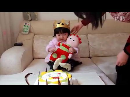 超萌小彤宝两周岁生日,唱生日快乐歌(边睡边吃 瞌睡娃)
