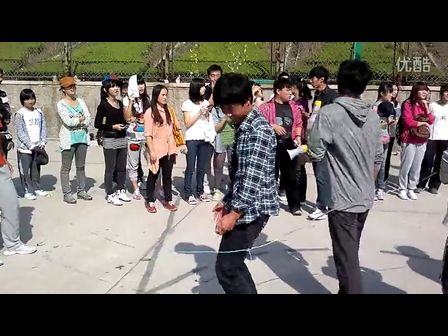 跳舞长绳矢量图