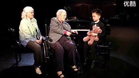 超感人:5岁华裔钢琴神童为101岁奶奶演奏
