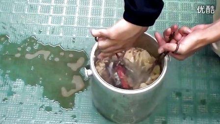 什么原理?可樂罐放進液氮里竟然自爆了!