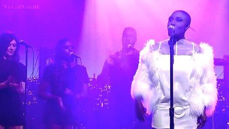 【猴姆独家】英国BBC年度之声第四名Laura Mvula做客David Letterman脱口秀献唱Green Garden!唱得真不错,只是这身公鸡衣服亮瞎了!