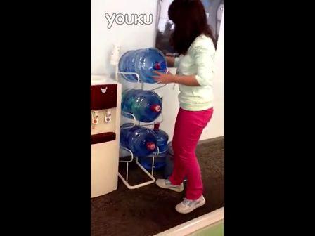 他们说换桶装水的歌曲都是女视频-3023姑娘的女生汉子唱高音图片