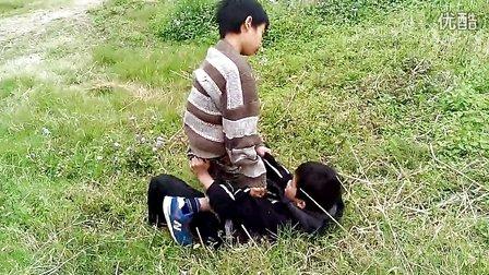 村头两名壮硕小学生干架『童年互殴』-小学:《一村祁连专辑图片